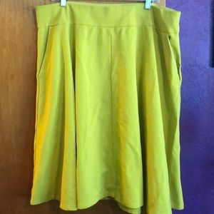 Lane Bryant stretch yellow skirt with POCKETS